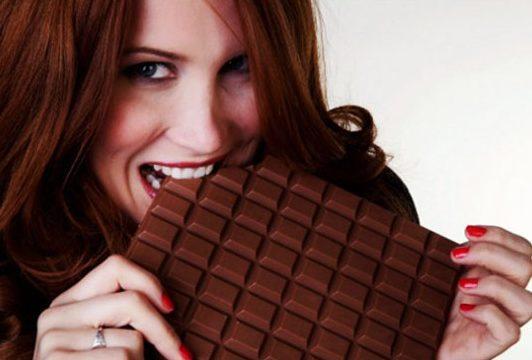 صورة اسباب اكل الشوكولاته بكتره